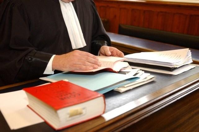 Advokat ved skrivebord